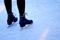 都内でアイススケートを楽しもう!期間限定スケートリンクまとめ