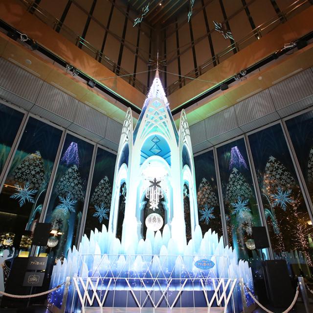 「アナと雪の女王」の氷のお城が現実に!丸ビルクリスマスツリー